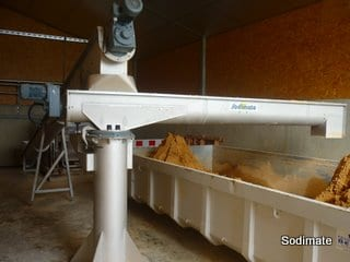 Convoyeur manuel sur pivot pour alimentation d'une benne de stockage