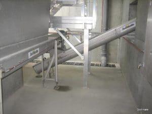 Conveyor under centrifuge (decanter)