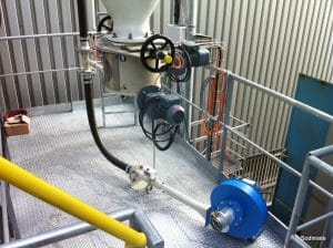Gravimetric feeder and pneumatic conveying system